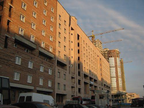 Для стандартных типовых квартир существуют стандартные готовые конфигурации окон, что позволяет значительно снизить их стоимость